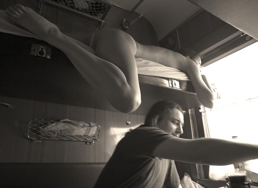 голая девушка в поезде фото