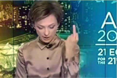 В прямом эфире телепрограммы Лиманова показала средний палец, после