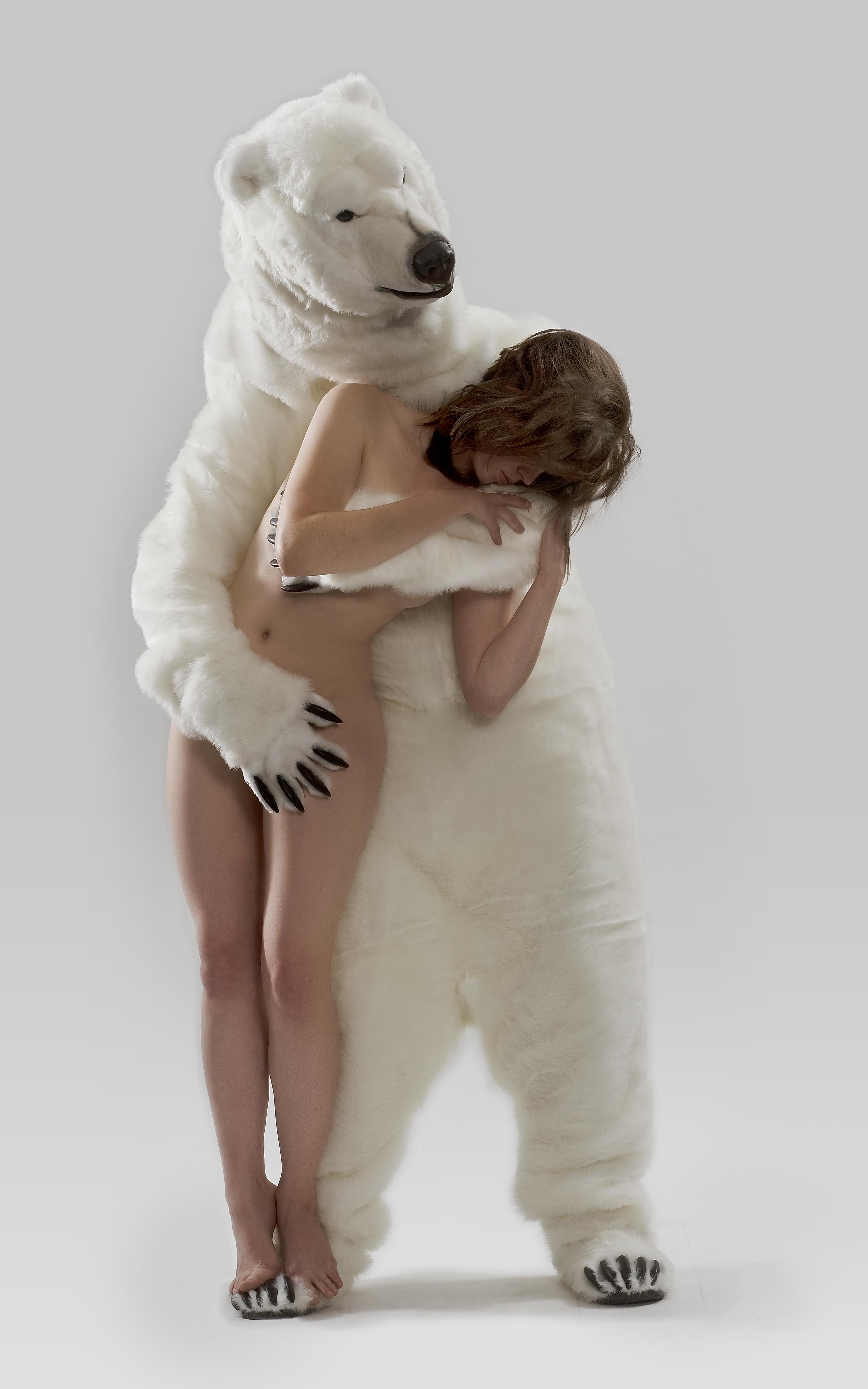 Смотреть стриптиз белый медведь 28 фотография