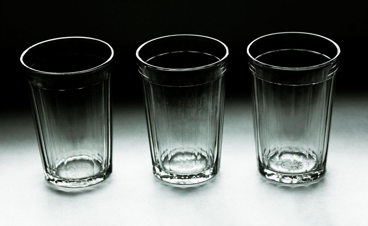 астры широко фото пустого стакана в чб блюда
