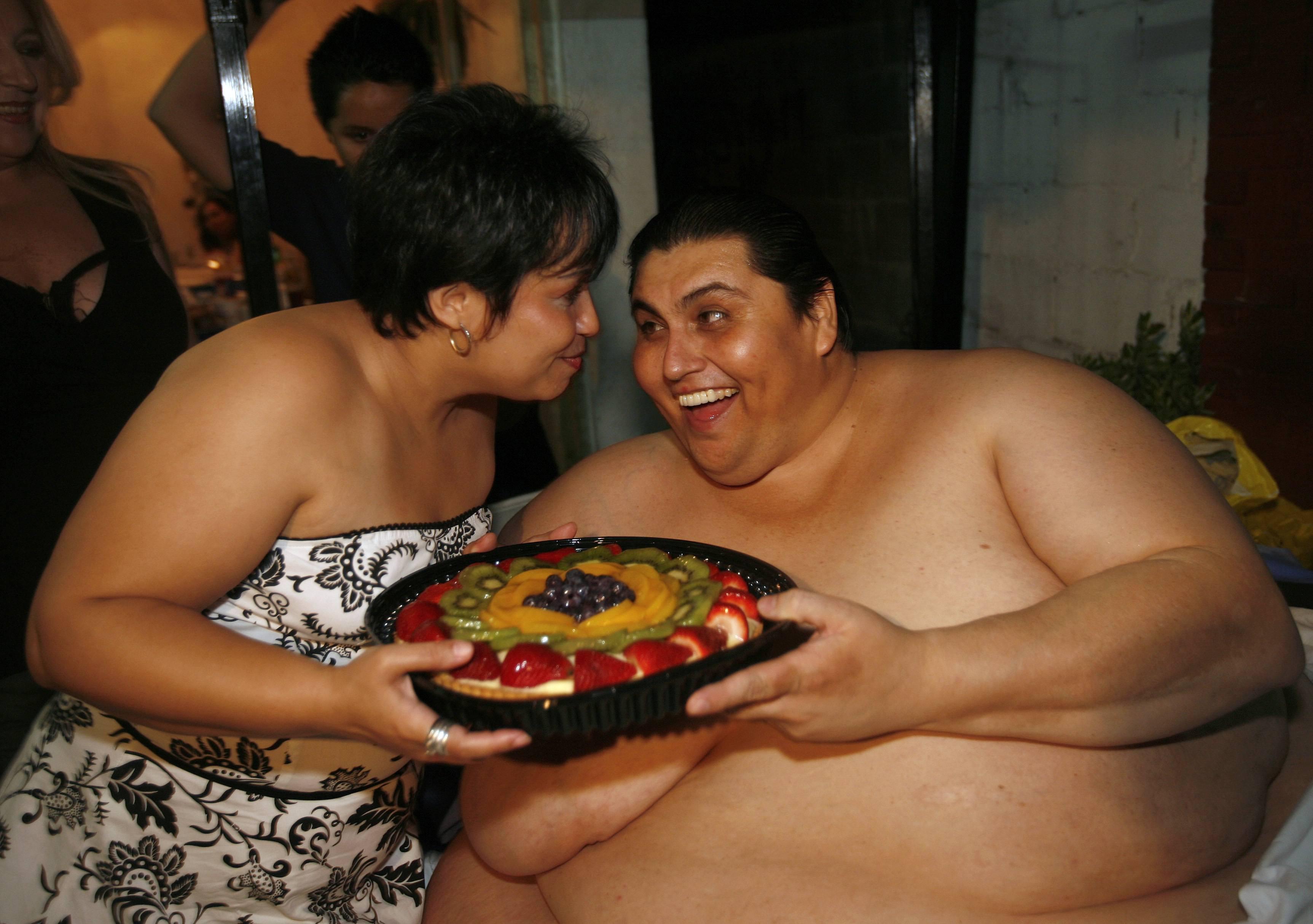 Толстая и сын ебется, Порно: жирная мама и сын занимаются сексом в комнате 1 фотография