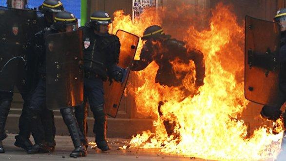 Встолице франции  из-за реформы трудового законодательства произошли столкновения протестующих сполицией