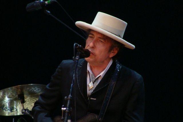 Ссайта Боба Дилана убрали все упоминания оНобелевской премии