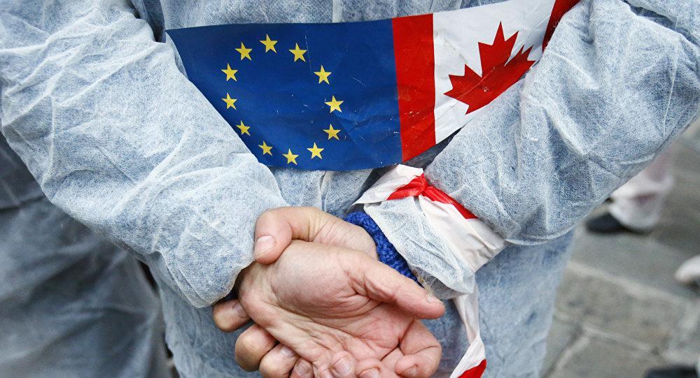 Евросоюз отложил подписание соглашения оторговле сКанадой