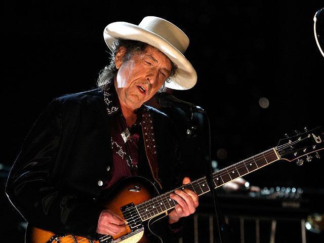 Боб Дилан принял Нобелевскую премию политературе
