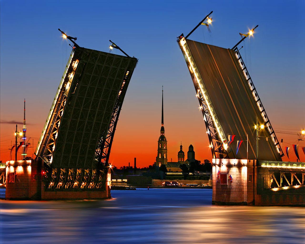 Предполагаемые террористы, схваченные в столицеРФ иПетербурге, находились врозыске на отчизне