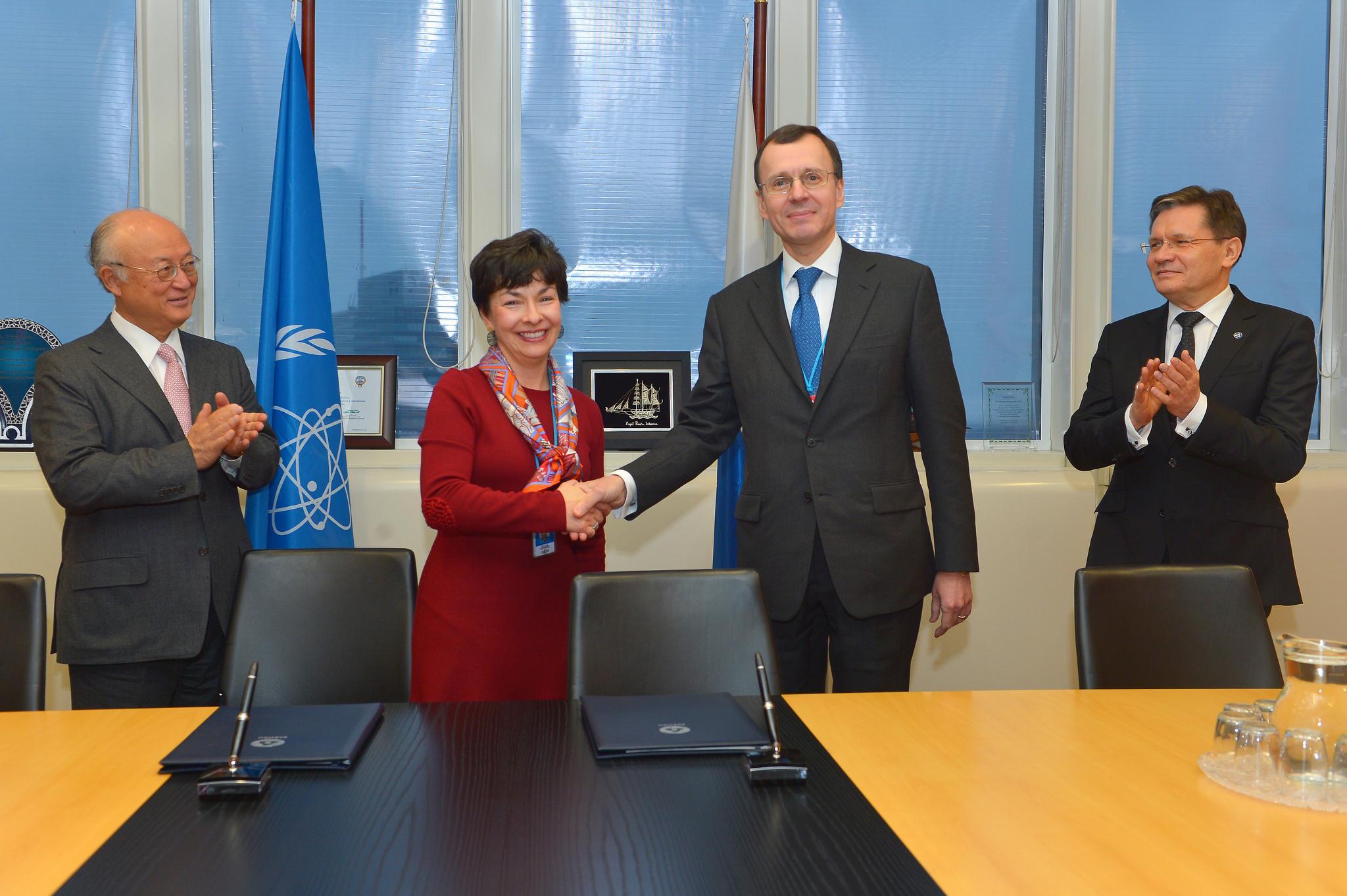 Литва взяла на себя функции МАГАТЭ