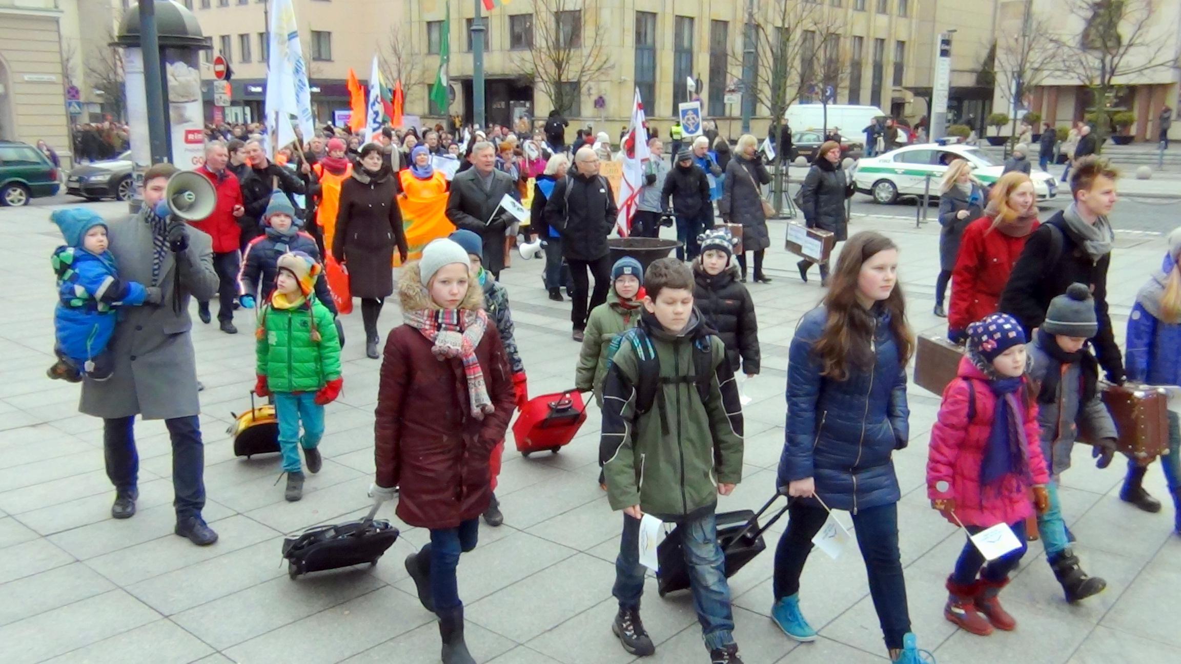 Литовские учителя снова обещают протесты и забастовки