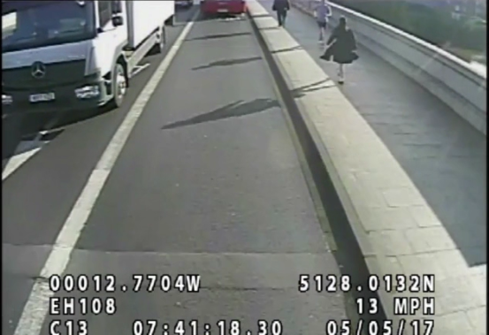 Встолице Англии ищут бегуна, толкающего людей под машины