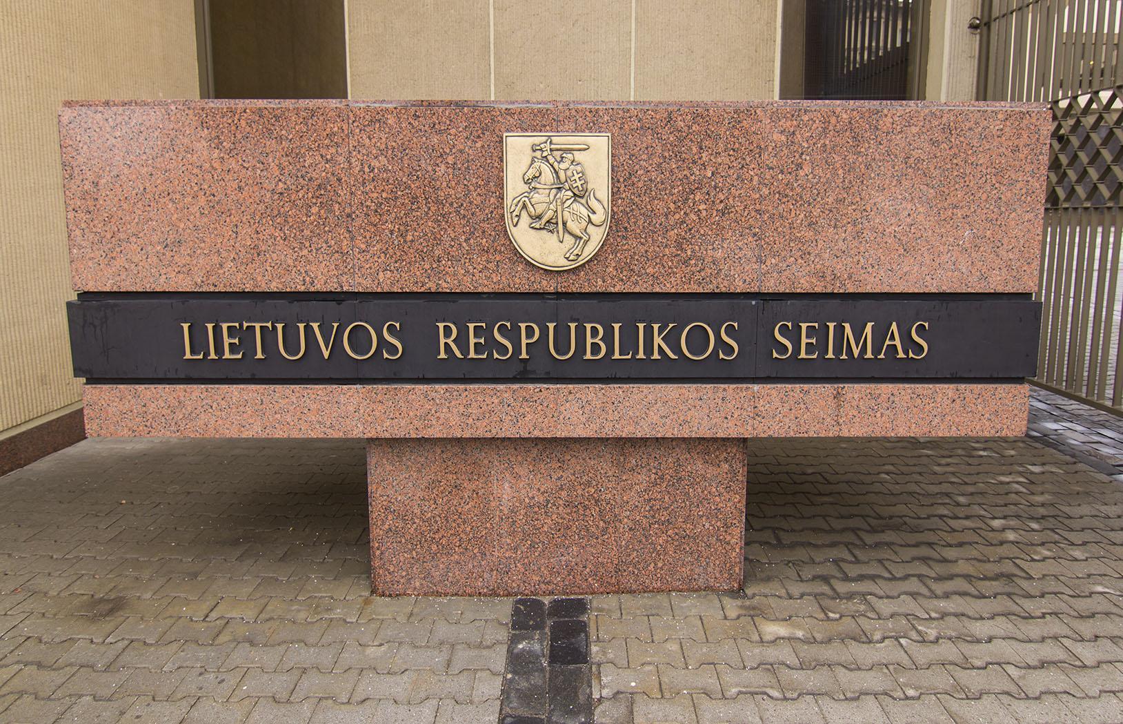 Политики, как и прочие бюджетники Литвы, будут получать больше
