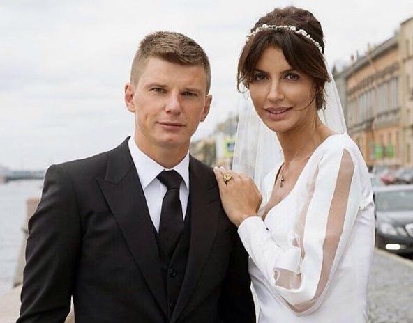 Супругу Аршавина Алису Казьмину привлекут кответственности после дебоша наборту самолета