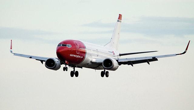 Лайнер с 85 сантехниками на борту вернулся в аэропорт из-за поломки туалета
