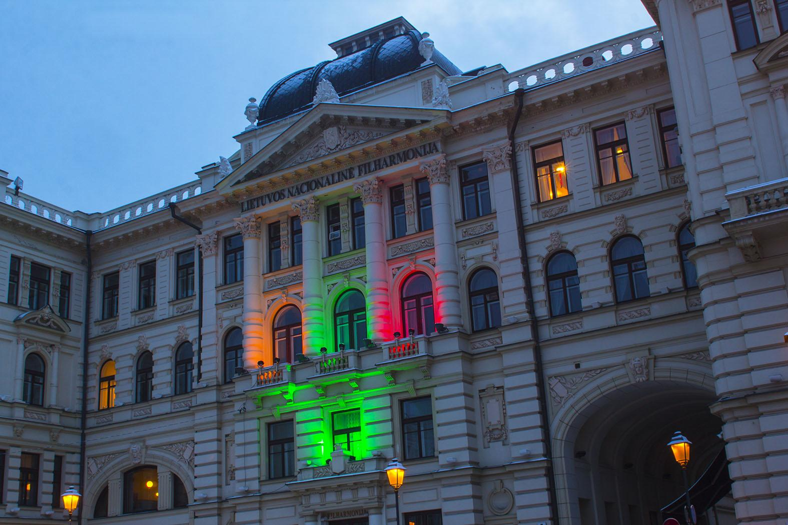 Столица Литвы в цветах литовского флага