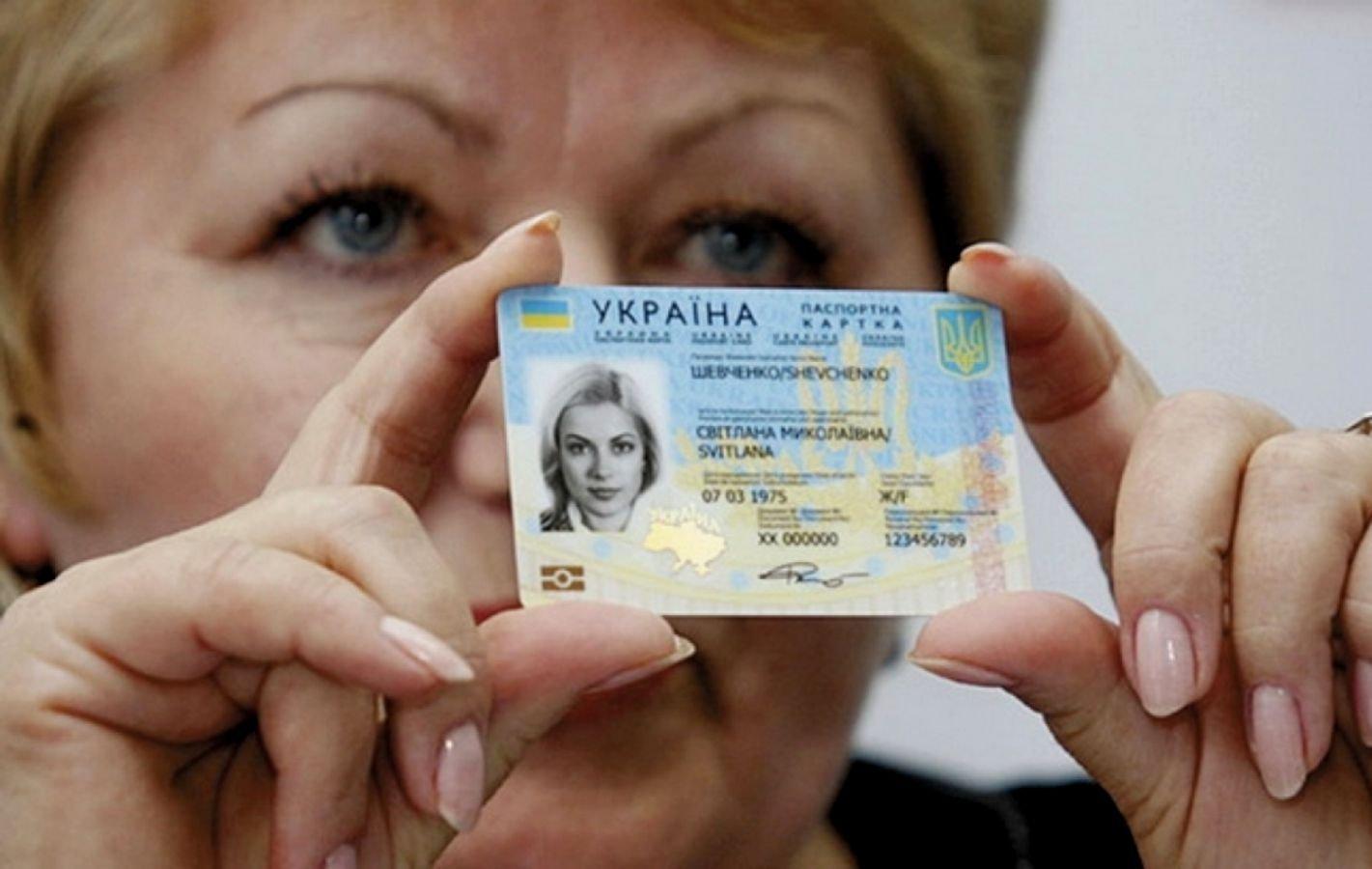Аваков предсказывает выдачу еще 1,5 млн биометрических загранпаспортов