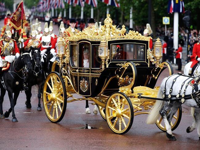 СМИ: Дональд Трамп хочет покататься на золотой карете британской королевы