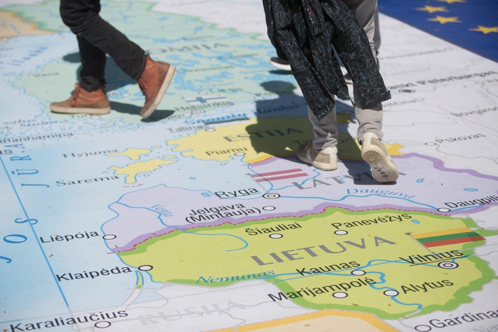 Парадокс: народ бежит от растущей экономики Литвы
