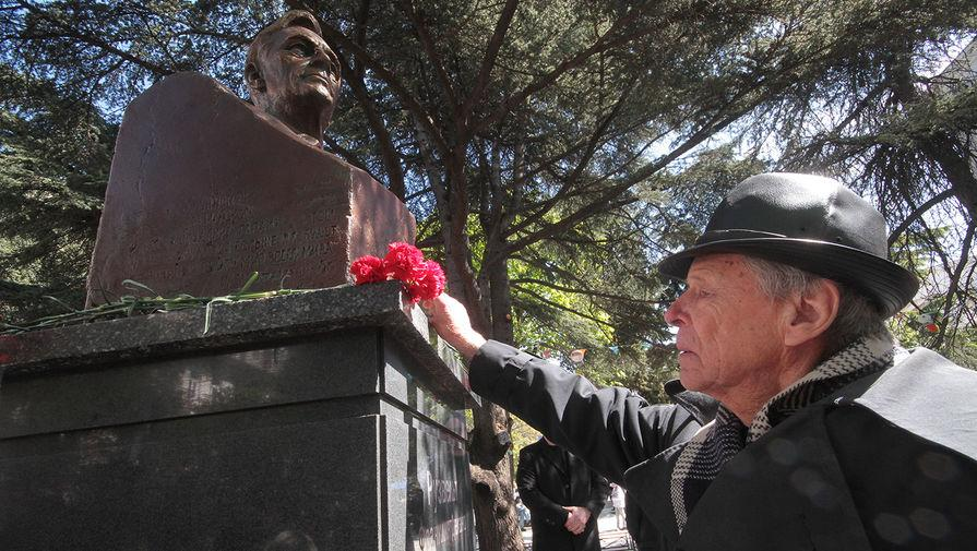 Монумент бывшему президенту США открыли вЯлте