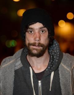 Бездомный, спасавший раненных при теракте в Манчестере детей, нашёл свою маму