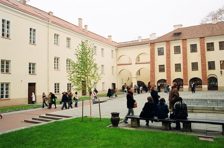 В Литве начинается общий прием в высшие и профессиональные школы