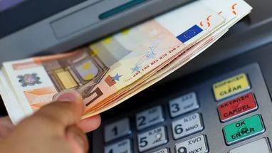 Кабмин Литвы в принципе одобрил ограничение наличных расчетов суммой 3 тысячи евро