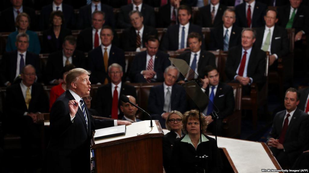 Около 200 американских конгрессменов подали иск против Трампа