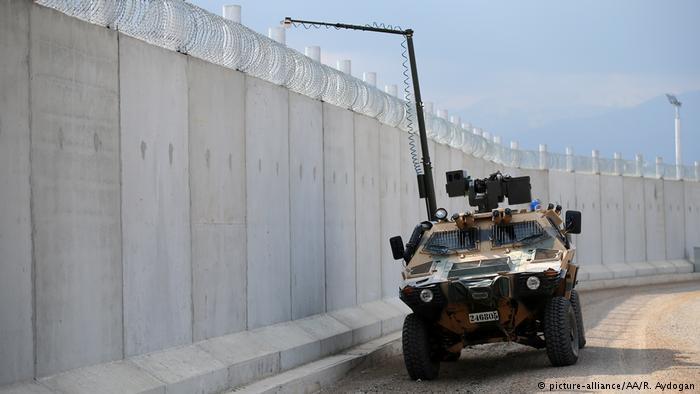Турция завершила строительство стены на границе с Сирией