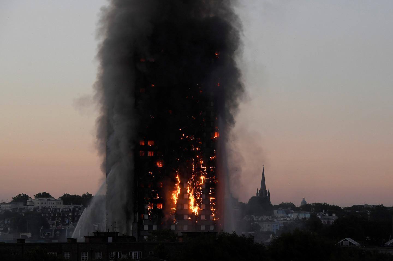 В результате лондонского пожара без вести пропало более 40 человек