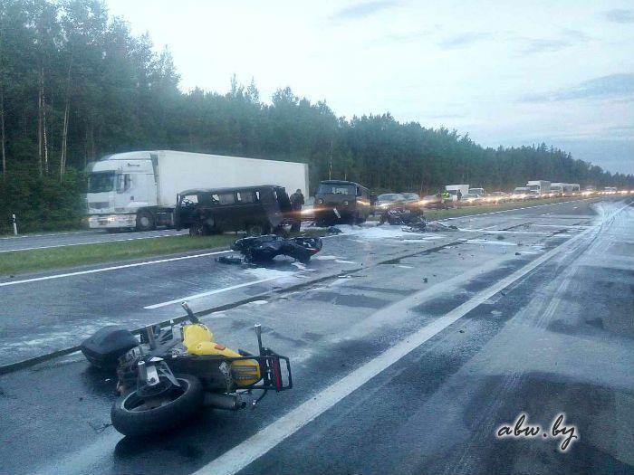УАЗ врезался в колонну байкеров на трассе М1? в Беларуси