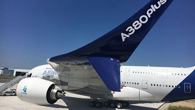 Airbus представил новую версию крупнейшего в мире пассажирского самолета