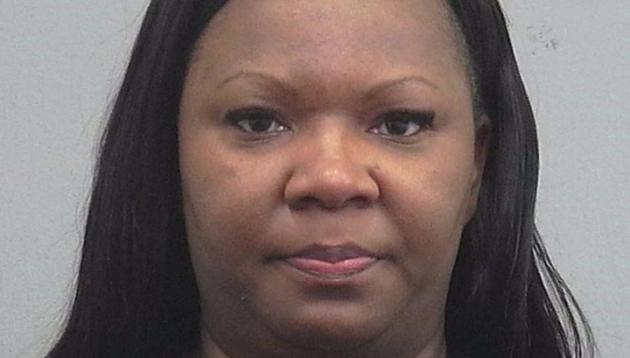 Женщина украла из бюджета 93 тысячи долларов ради подтяжки ягодиц
