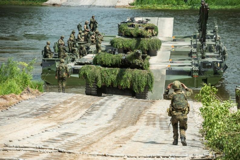 Войска НАТО проводят учения на границе Польши и Литвы, имитируя 'российское вторжение'