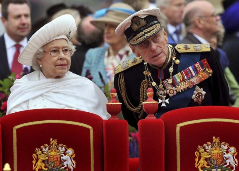 Букингемский дворец сообщил о госпитализации мужа Елизаветы II принца Филиппа
