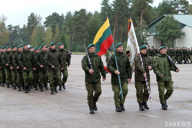 Литовские солдаты промаршируют по центру Киева