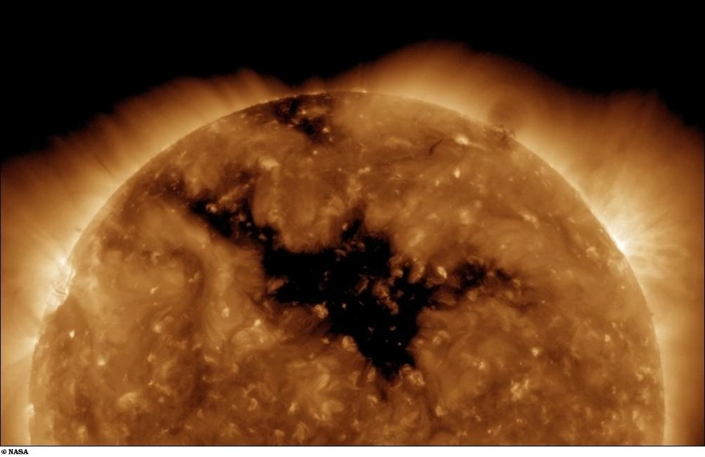 Обсерватория НАСА зафиксировала на Солнце крупное пятно (видео)