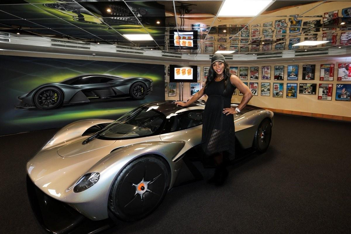 """Aston Martin впервые показала фото """"Валькирии"""""""