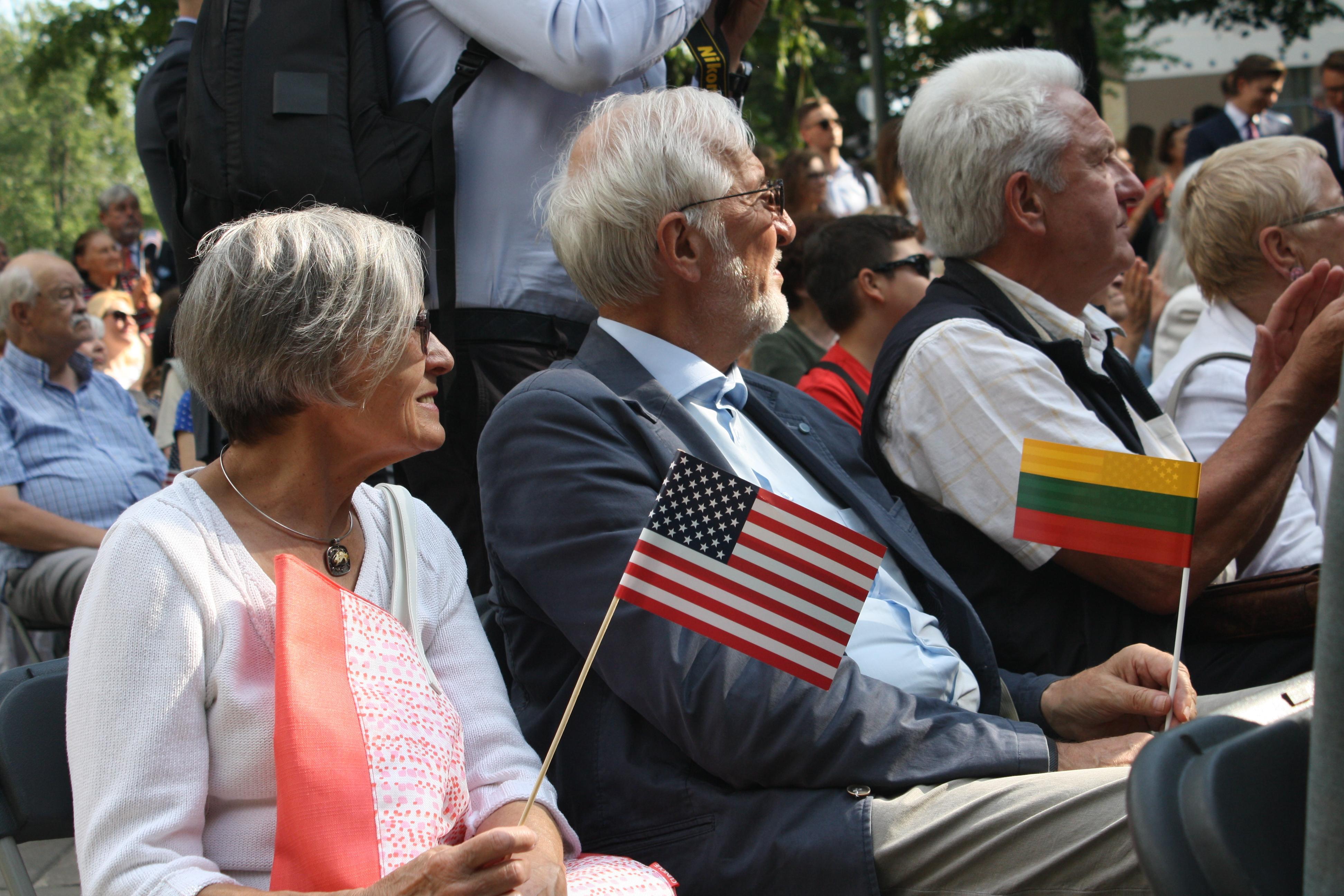 В Вильнюсе сотни людей отметили годовщину декларации о непризнании США оккупации стран Балтии