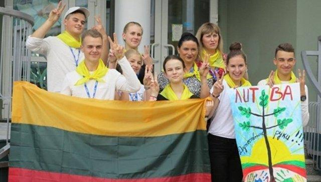После случая с поездкой молодежи из Плунге ведомства обновлят рекомендации о сотрудничестве с РФ