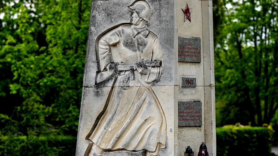 СФ РФ попросит Путина ввести ограничения против Польши из-за памятников