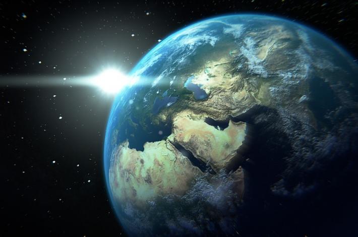 На поверхности Земли запечатлена загадочная тень (видео)