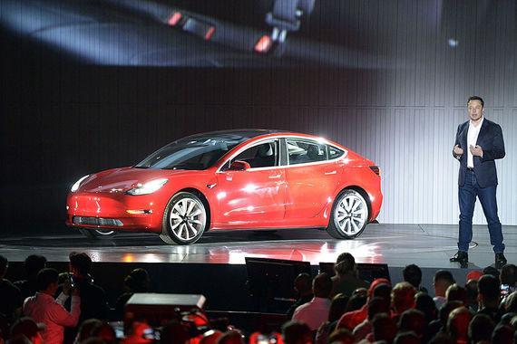 Илон Маск представил Tesla Model 3