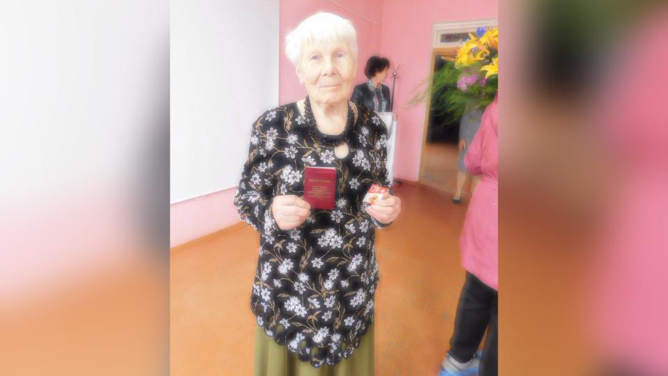 Под Новгородом 86-летняя пенсионерка получила золотой значок ГТО