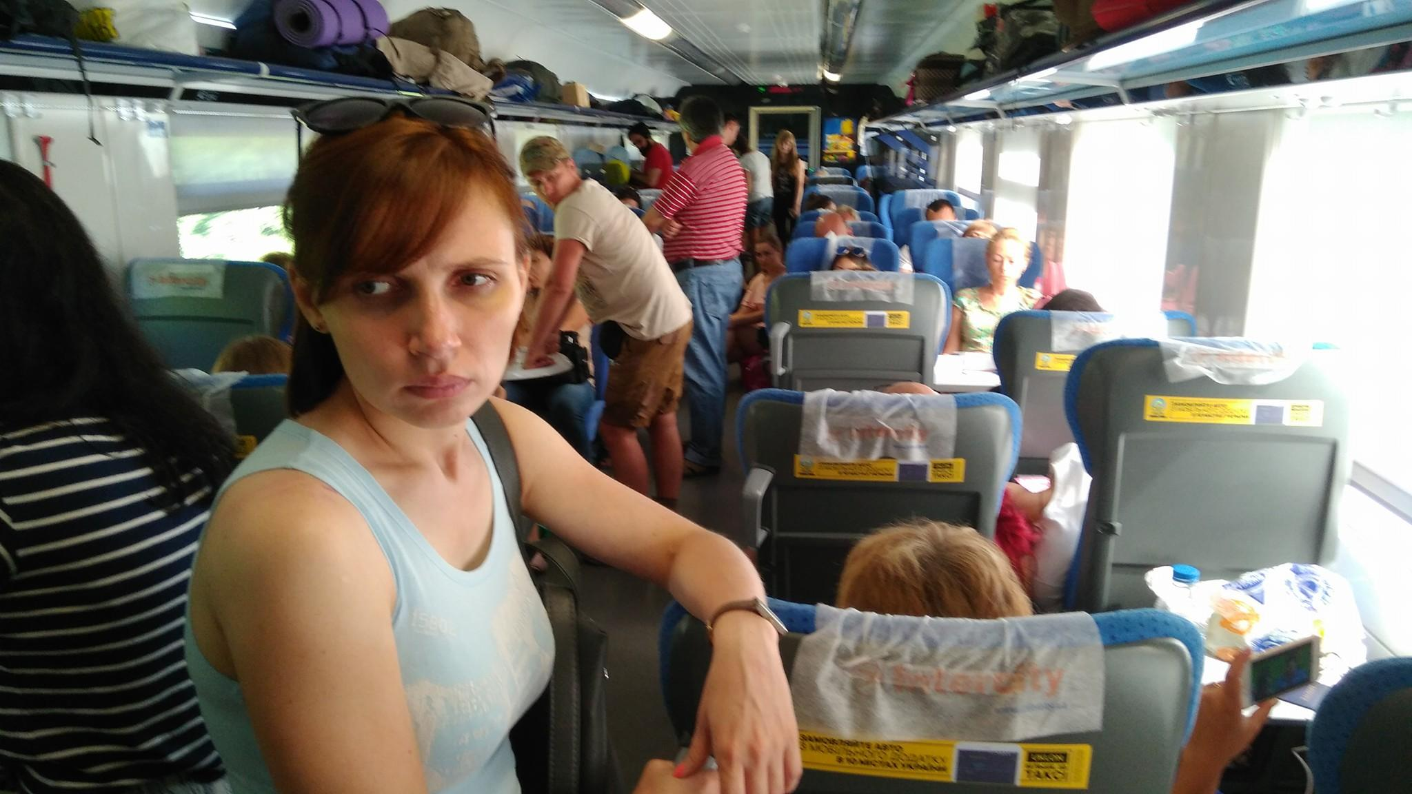 """К поезду """"Интерсити"""" с Винницы забыли прицепить четыре вагона, люди едут стоя"""
