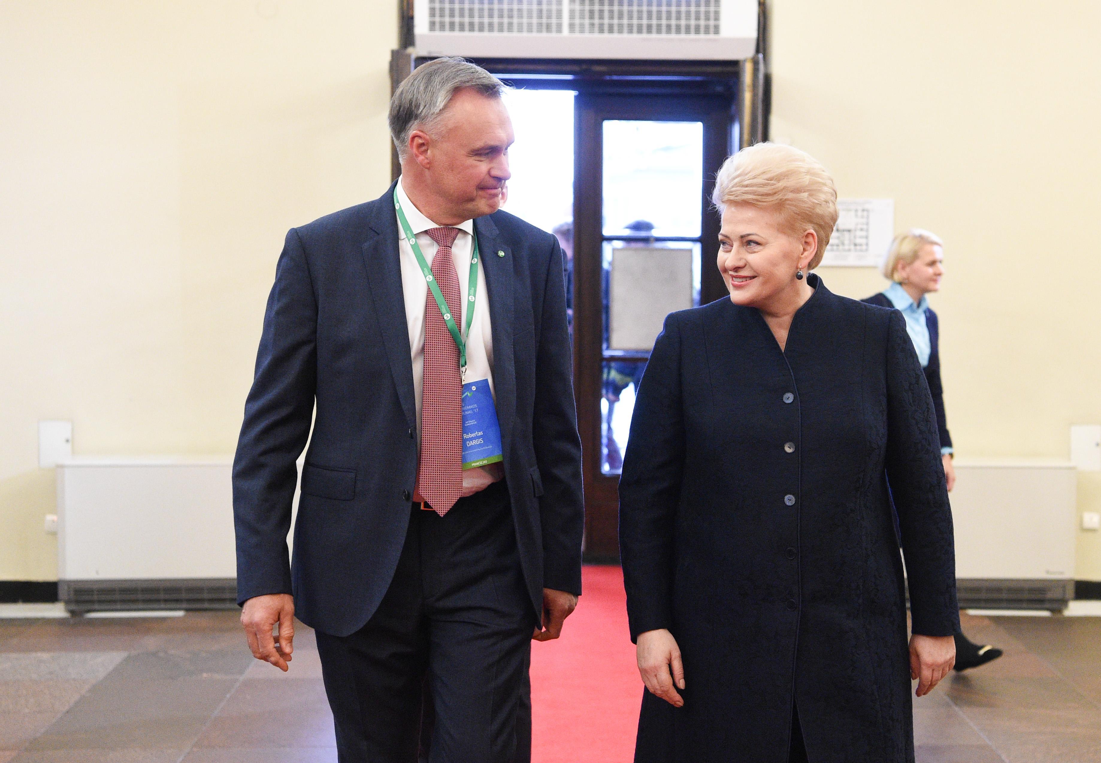 Учредитель ВЭФ в Давосе пригласил президента Литвы на форум в следующем году