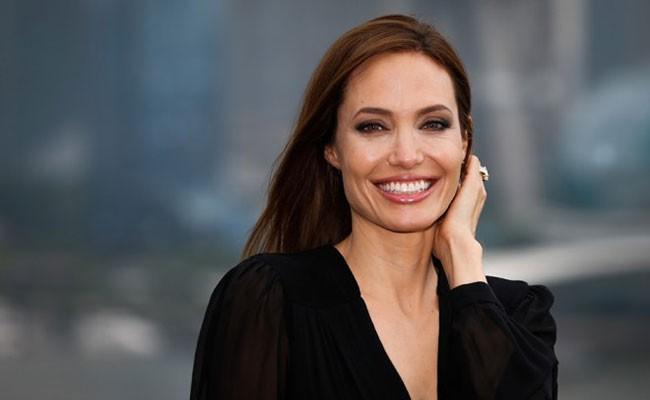 Анджелина Джоли озвучит слоненка вновом мультфильме Disney