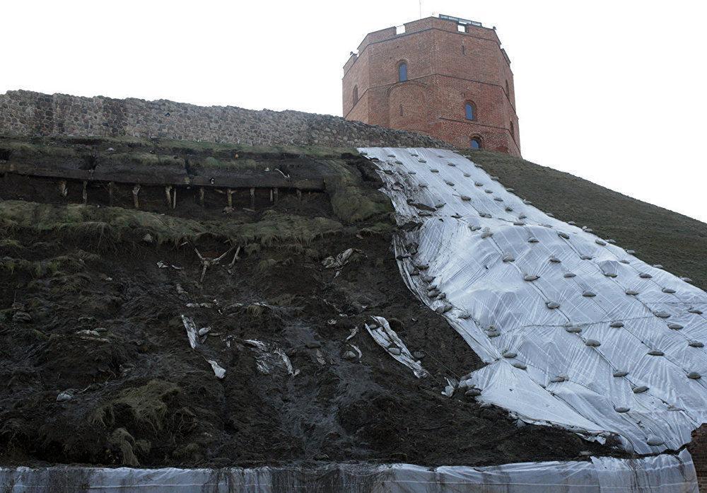 Ограничивается движение пешеходов у подножья Горы Гедиминаса в Вильнюсе