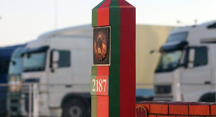Белорусы устремились в Польшу и Литву: огромные очереди на границе