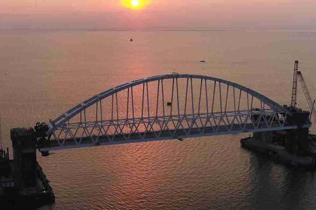 Киев желает при помощи новых санкций остановить строительство Керченского моста, невыгодного Украине