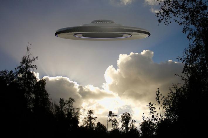 В Польше мужчина впервые снял на видео полет НЛО