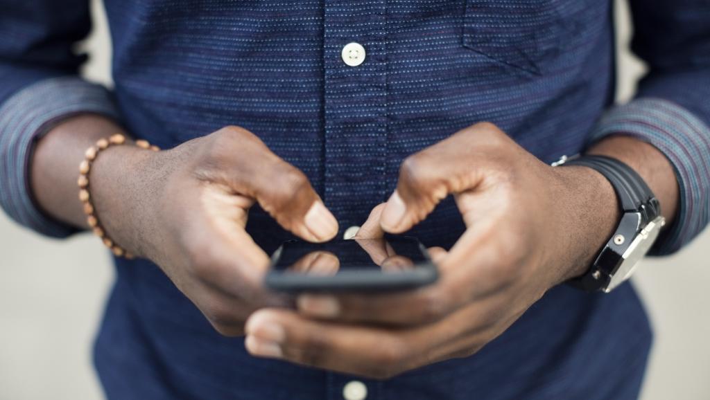 ВоФранции предлагают запретить использование телефонов вшколе