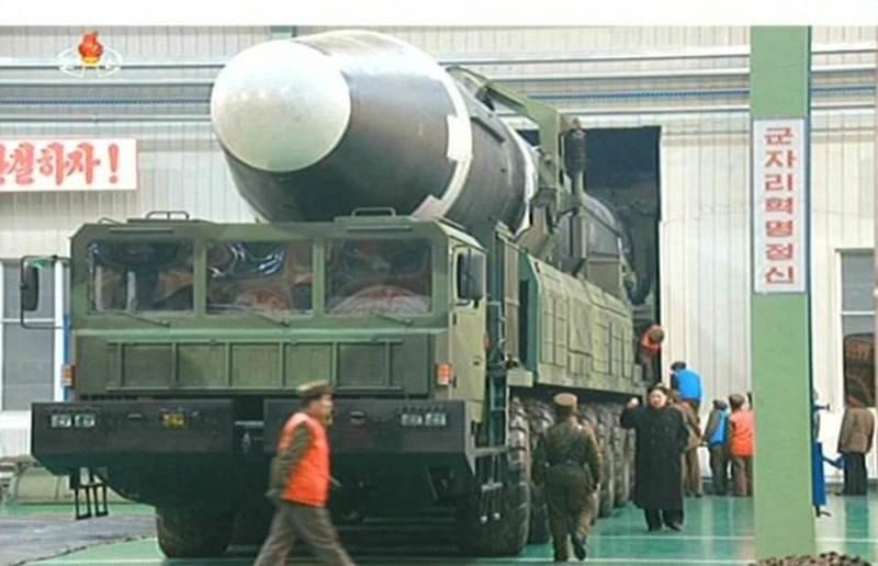 На параде в Пхеньяне показали баллистическую ракету Hwasong-15